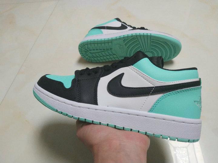 football-shoes-1809002